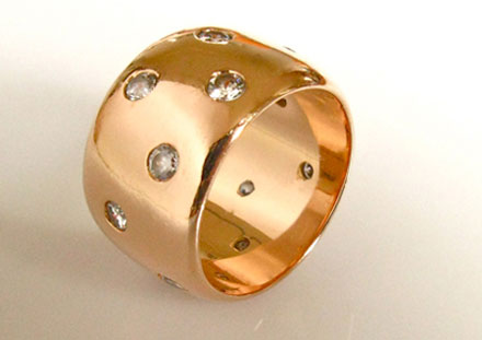 Band with diamonds, <br>18k pink gold