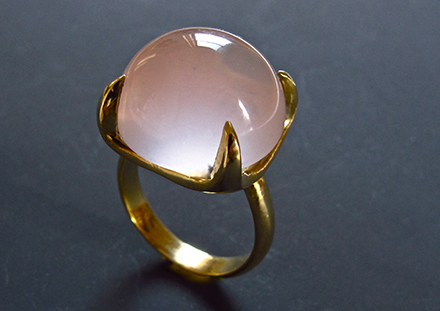Cabochon rond quartz rose, or 18ct